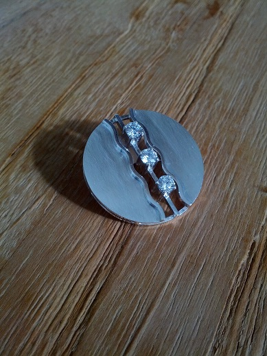 Zilveren chaton broche met **Zirkonia**