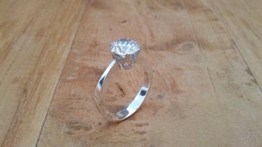 Zilveren *Solitaire* ring met witte **Zirkonia**